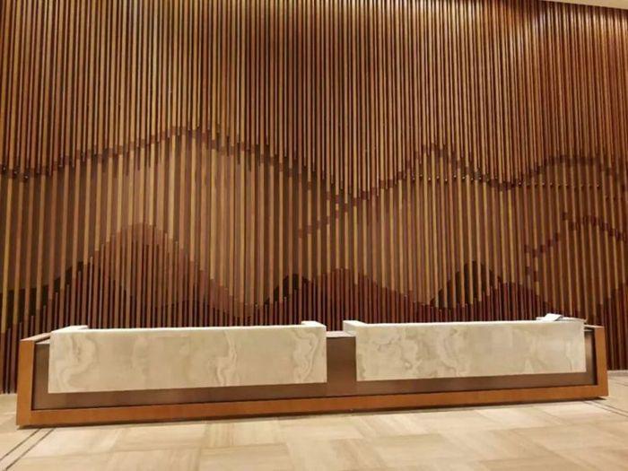 天然木皮铝方通背景墙.jpg